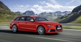 Audi RS6 Avant in Red