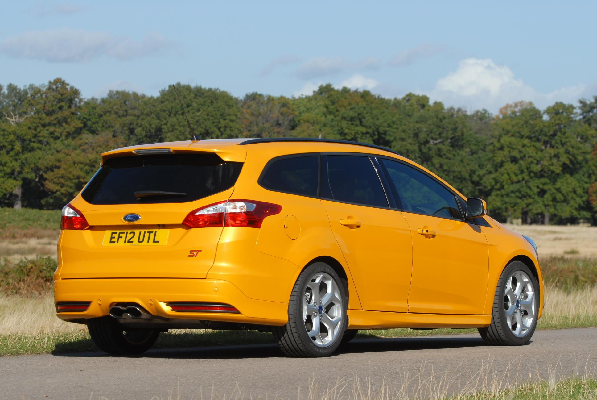 Ford Focus St Estate rear view in yellow