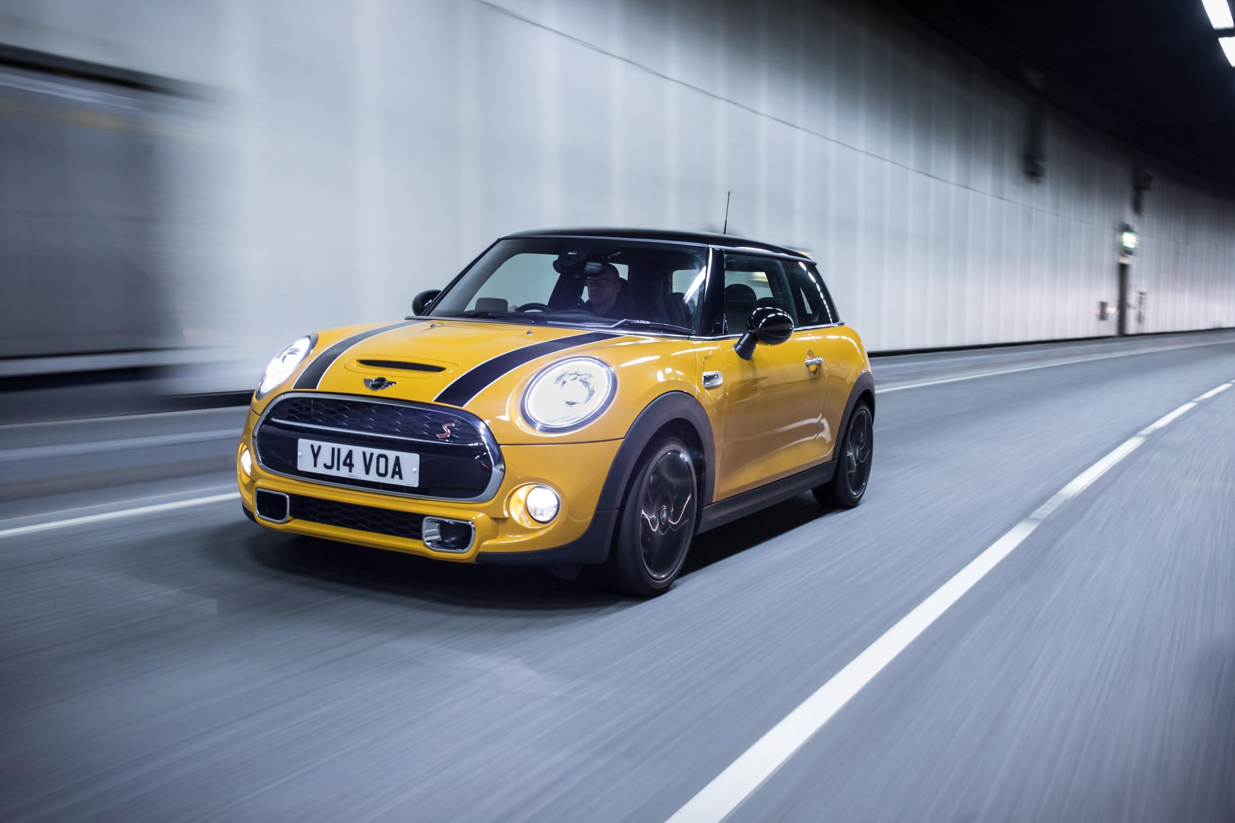 Mini Cooper S in yellow