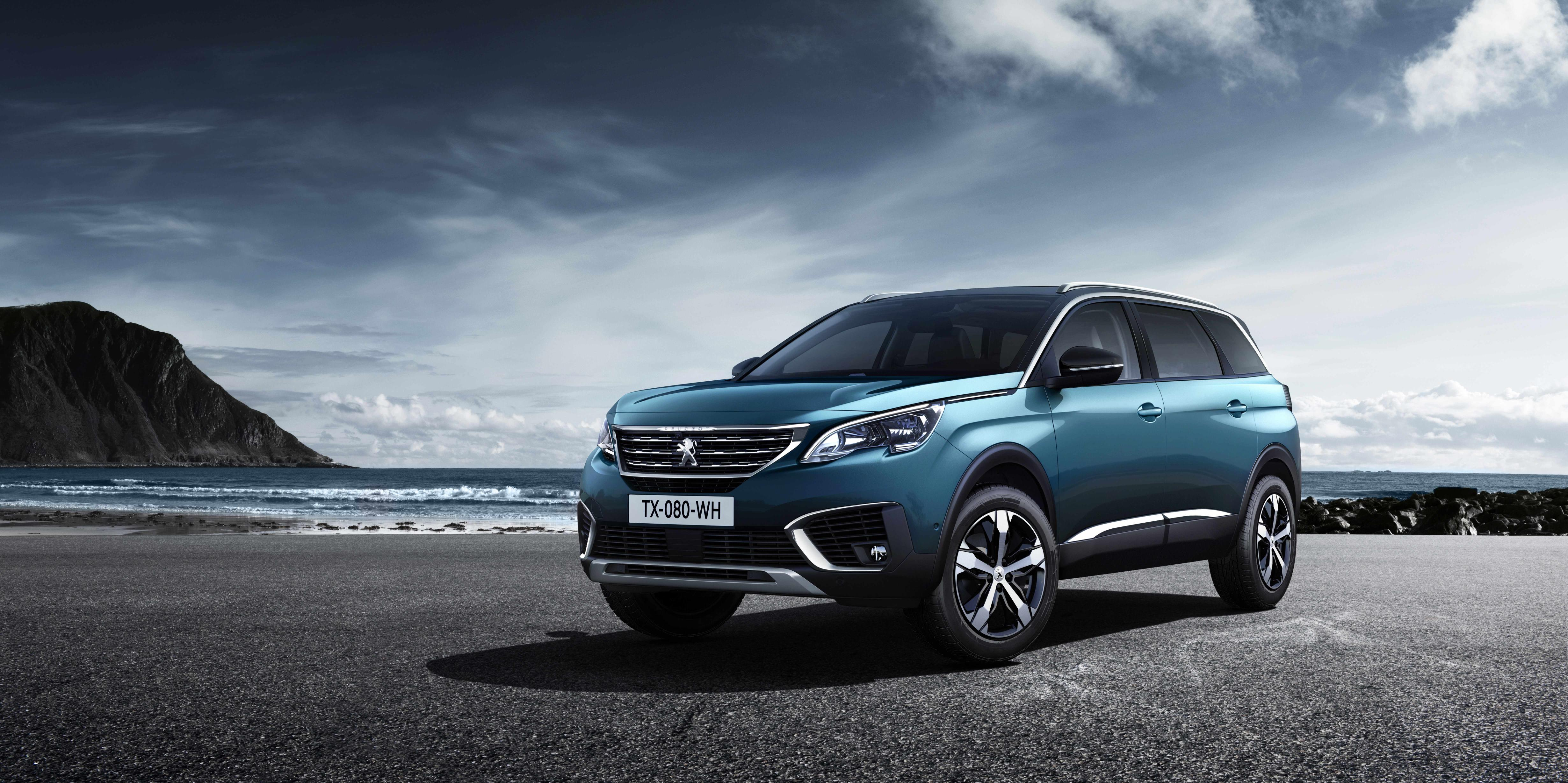 Peugeot 5008 SUV front view
