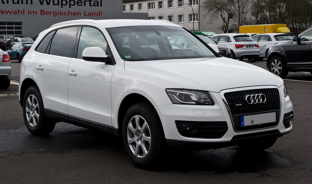Audi Q5 front view in white