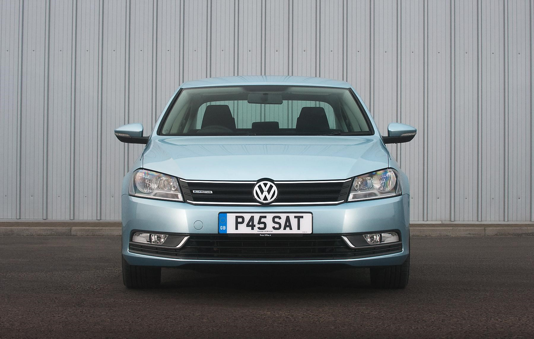 Vauxhall Passat front view in blue