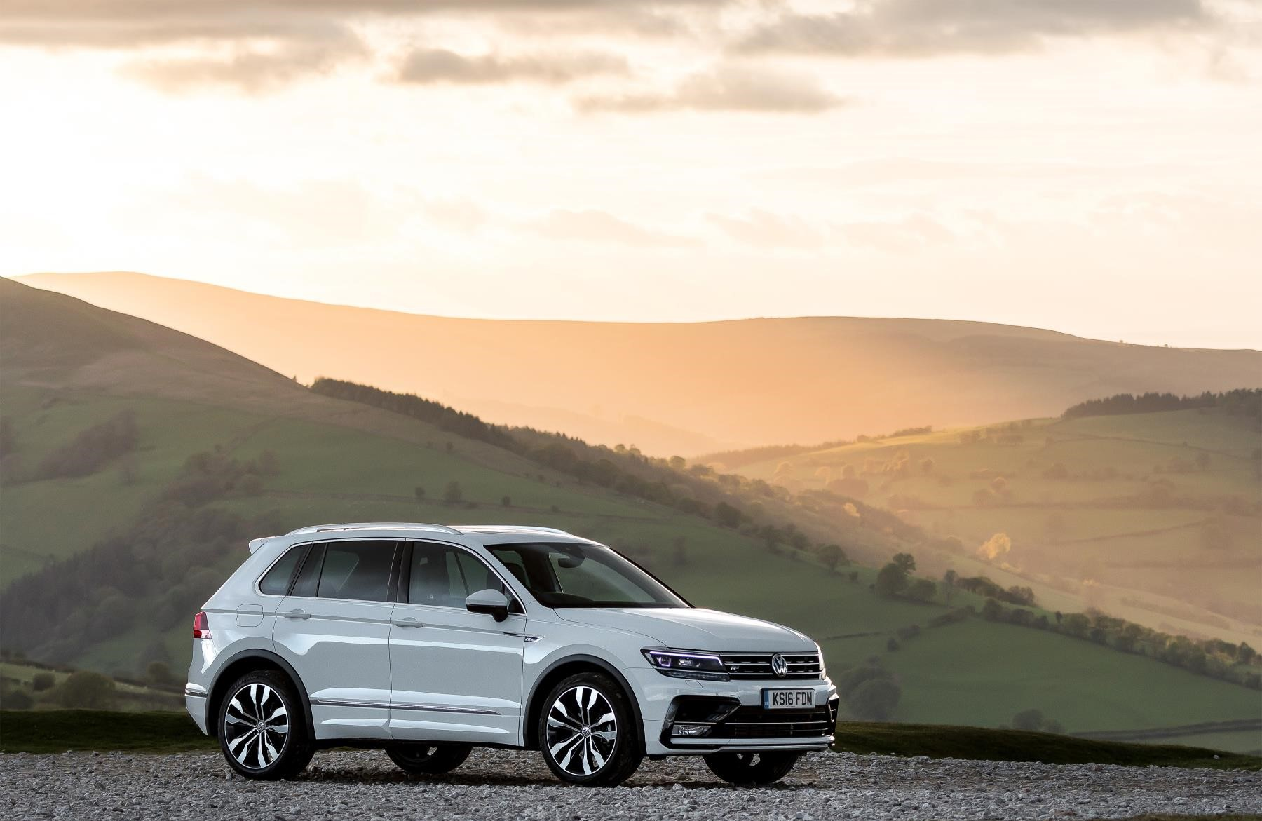 Tiguan side view in white